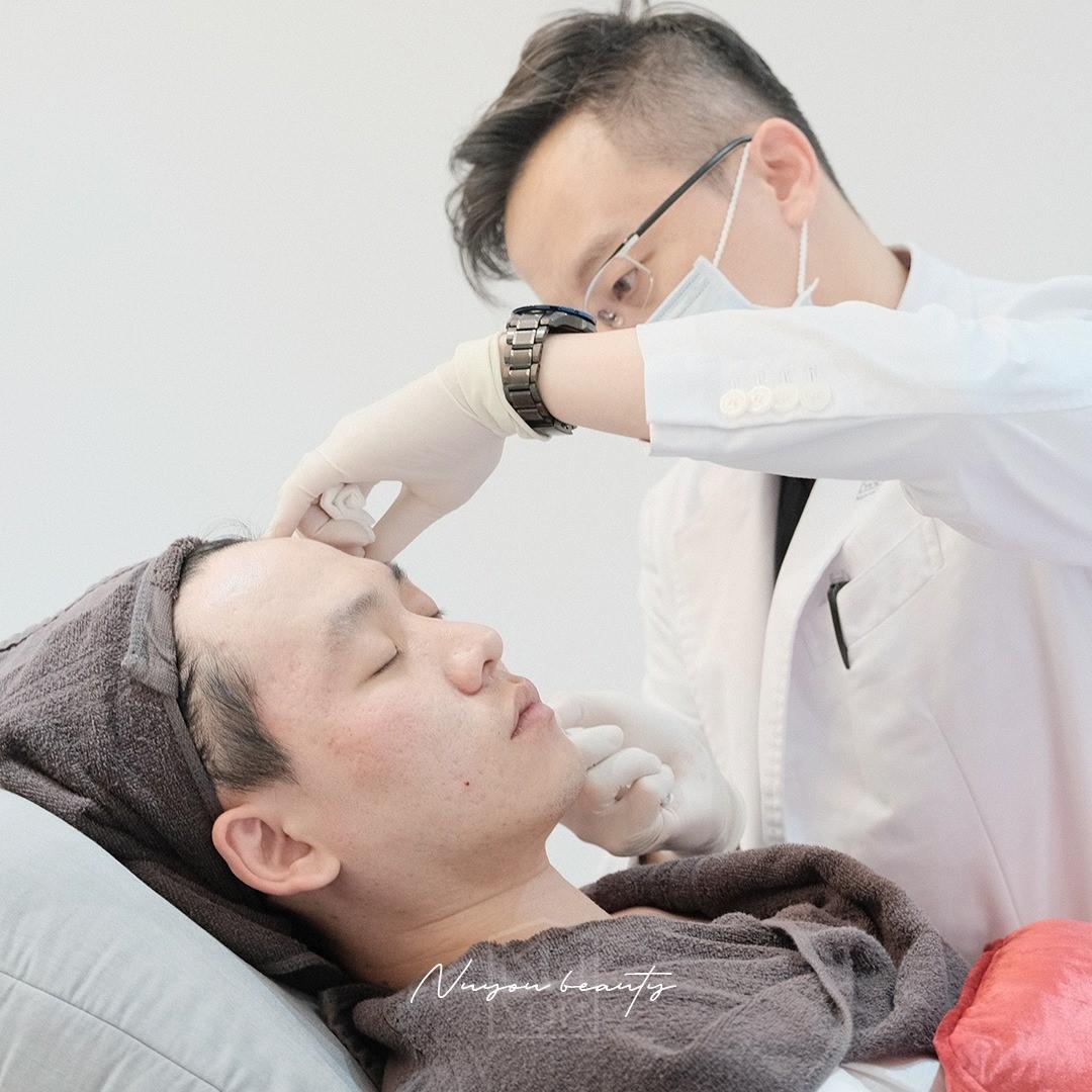鄭黃中宇醫生施打針劑